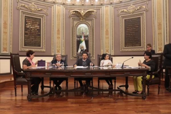 Sin plenas respuestas, titular de Finanzas presenta informe ante el pleno del Congreso del Estado