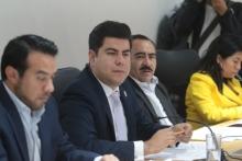 Aprueban exhorto para que la Secretaría de Infraestructura informe sobre operación ilegal de unidades de transporte público